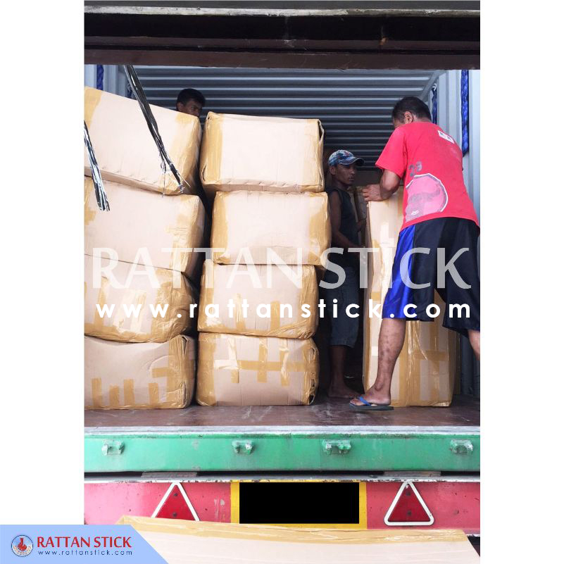 Rattan walking sticks container loading